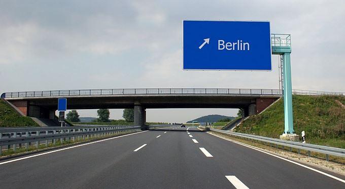 Do Německa dráž: Řidiči zaplatí za mýtné i ekologickou plaketu