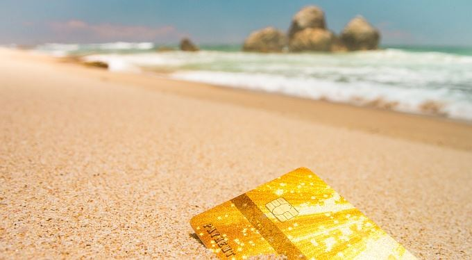 Dobré rady: Peníze, nebo peníze? Platit na dovolené hotově, nebo kartou?