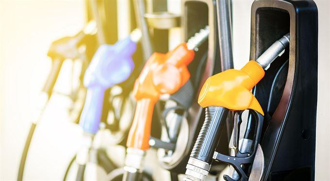 Benzin a nafta zlevní