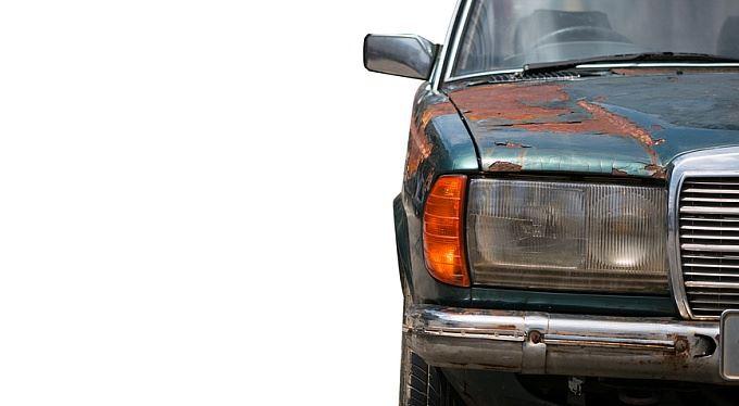 Pojišťovny v listopadu: Havarijní pojistka pro starší auta