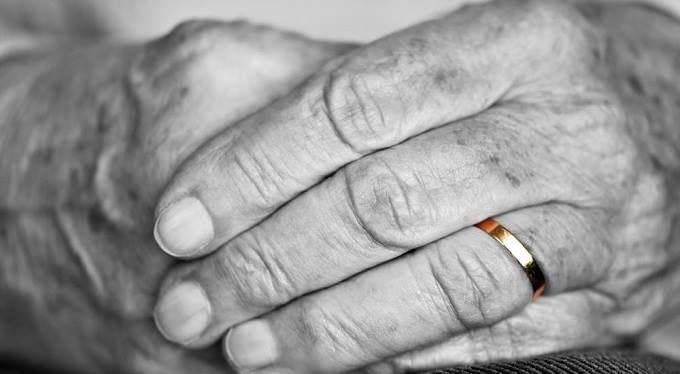 Vdovský, vdovecký a sirotčí důchod v roce 2018. Přehled pravidel a kalkulačky