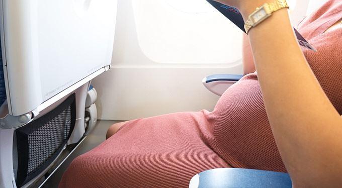Létání a cestovní pojištění v těhotenství: pravidla
