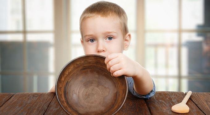 Rodič neplatí výživné a vyhlásí osobní bankrot. Co pak?