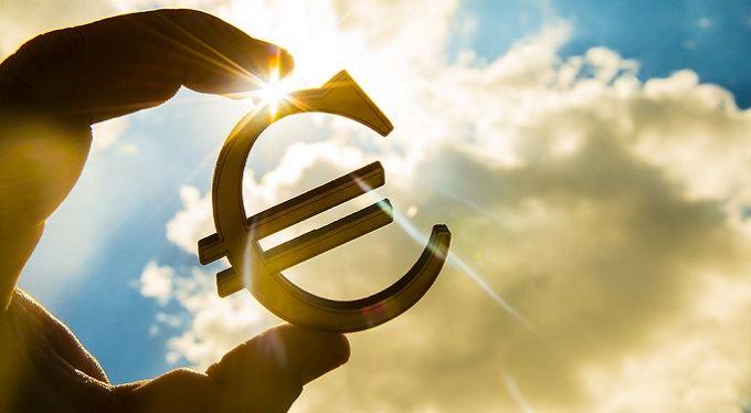 eTrader €uroBarometr: Nepřijetí eura budoucí vládou je ryze pragmatické rozhodnutí