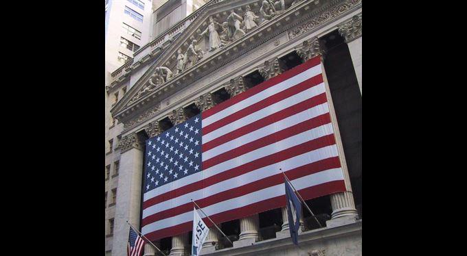 Akcie: Praha zamířila dolů, Amerika padla