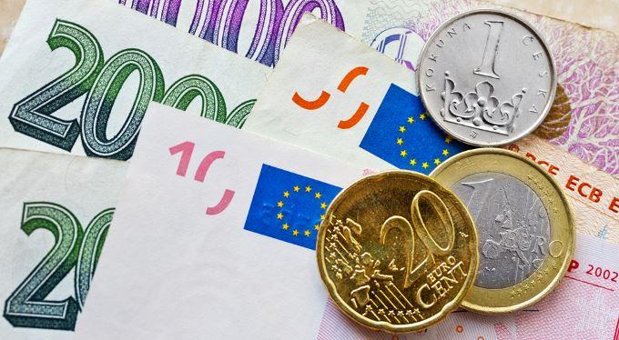 Nová zbraň proti trikům směnáren. Změna odradila i dvě banky, s valutami končí