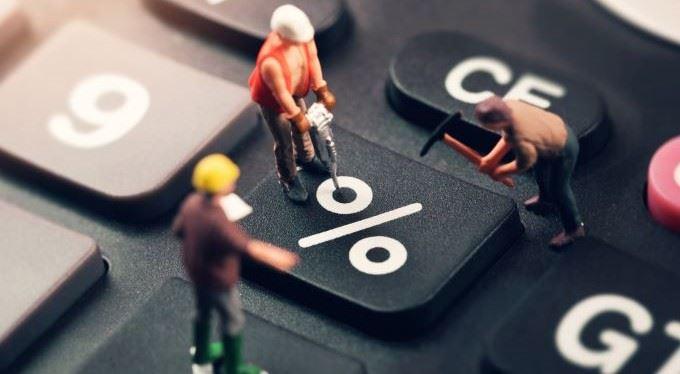 Zastavte exekuce kvůli lichvářským půjčkám. Ústavní soud pomůže lidem z dluhové pasti