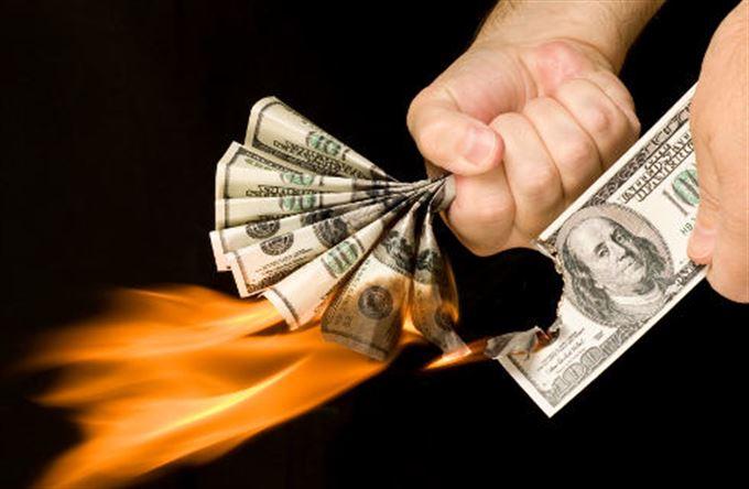 Kam investovat, když se hroutí měny?