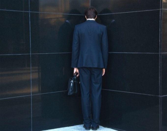 Když se hroutí pyramida: Šest milionů pokuty pro Institut finančního poradenství!