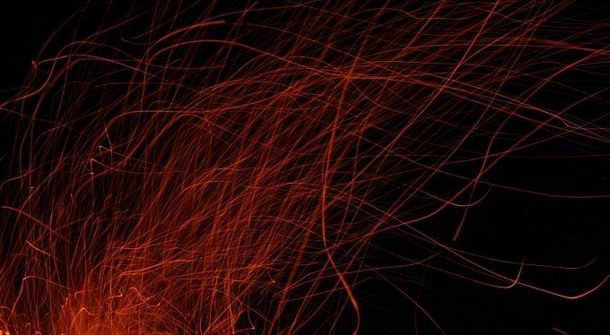Chaos a týmová práce aneb muzikanti u ohně