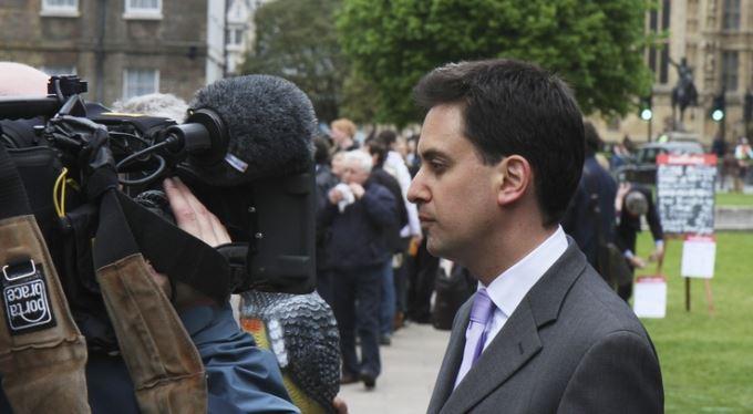 Kdo v britských volbách pohořel a proč