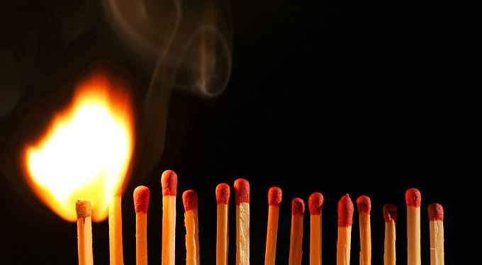 Bankéři si hrajou s ohněm