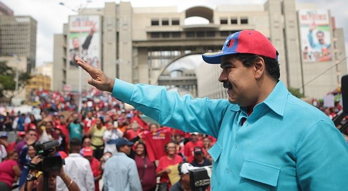 Venezuela: Tvrdý pád na socialistická ústa