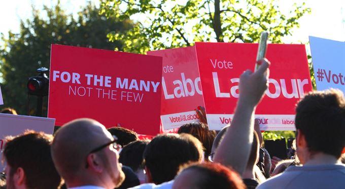 Soumrak britské levice: na koníčku do pekla